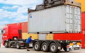 перевозить контейнер
